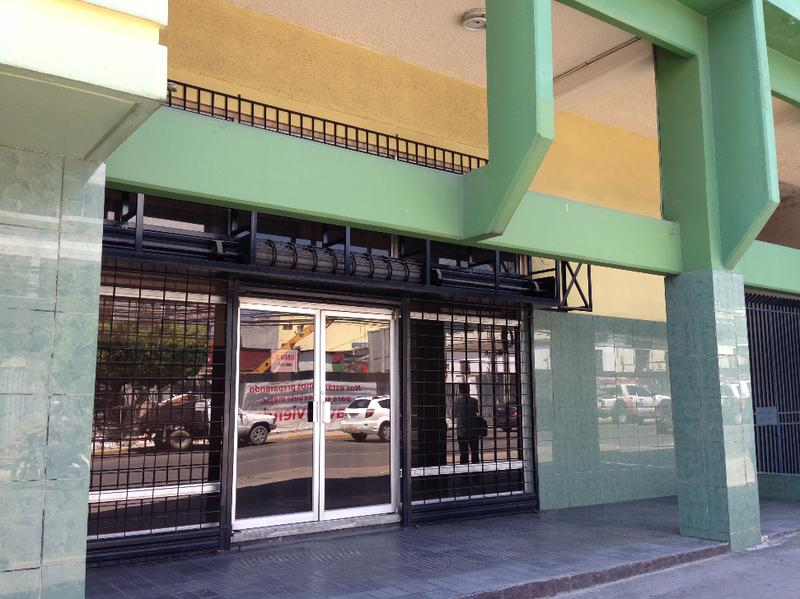 Foto Local en Renta en  El Centro,  San Pedro Sula  Local comercial  --en excelente ubicación en la Primera Calle