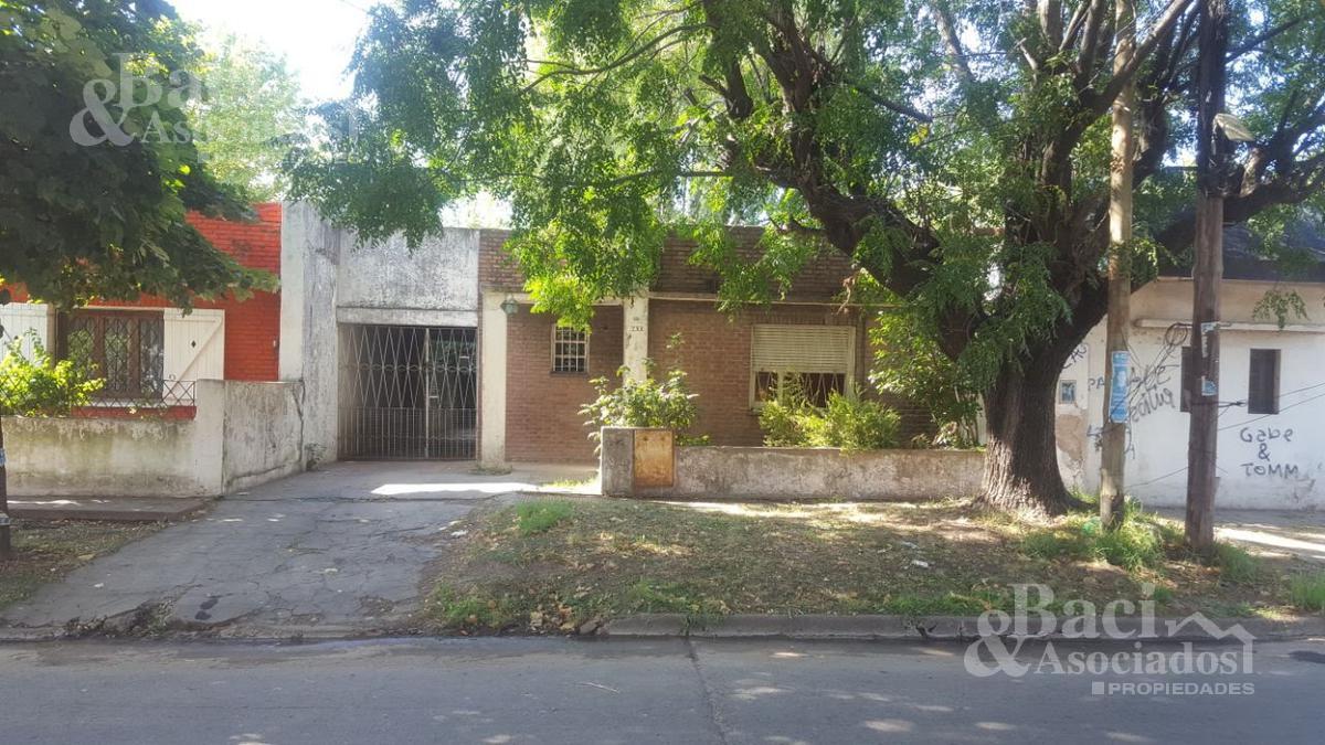 Foto Casa en Venta en  Ezeiza ,  G.B.A. Zona Sur  Yatay al 600