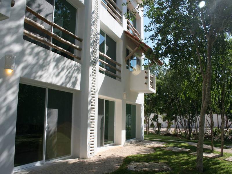 Lagos del Sol Apartment for Sale scene image 2
