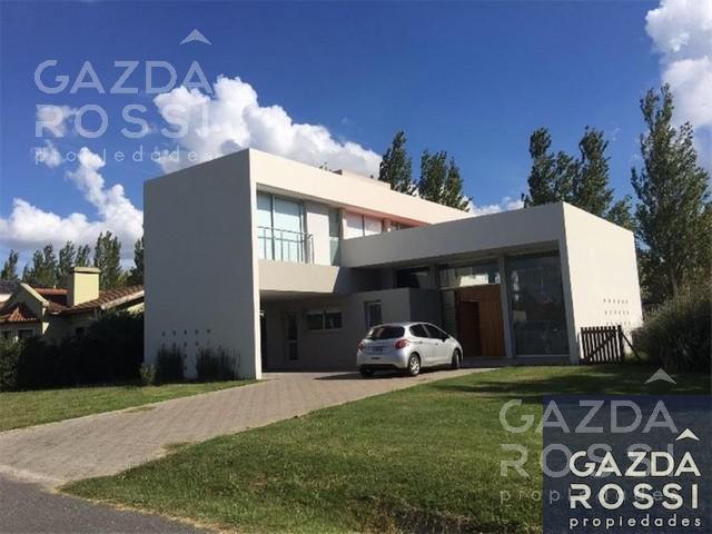 Foto Casa en Venta en  El Centauro,  Countries/B.Cerrado (E. Echeverría)  Moderna casa en el centauro- VENTA