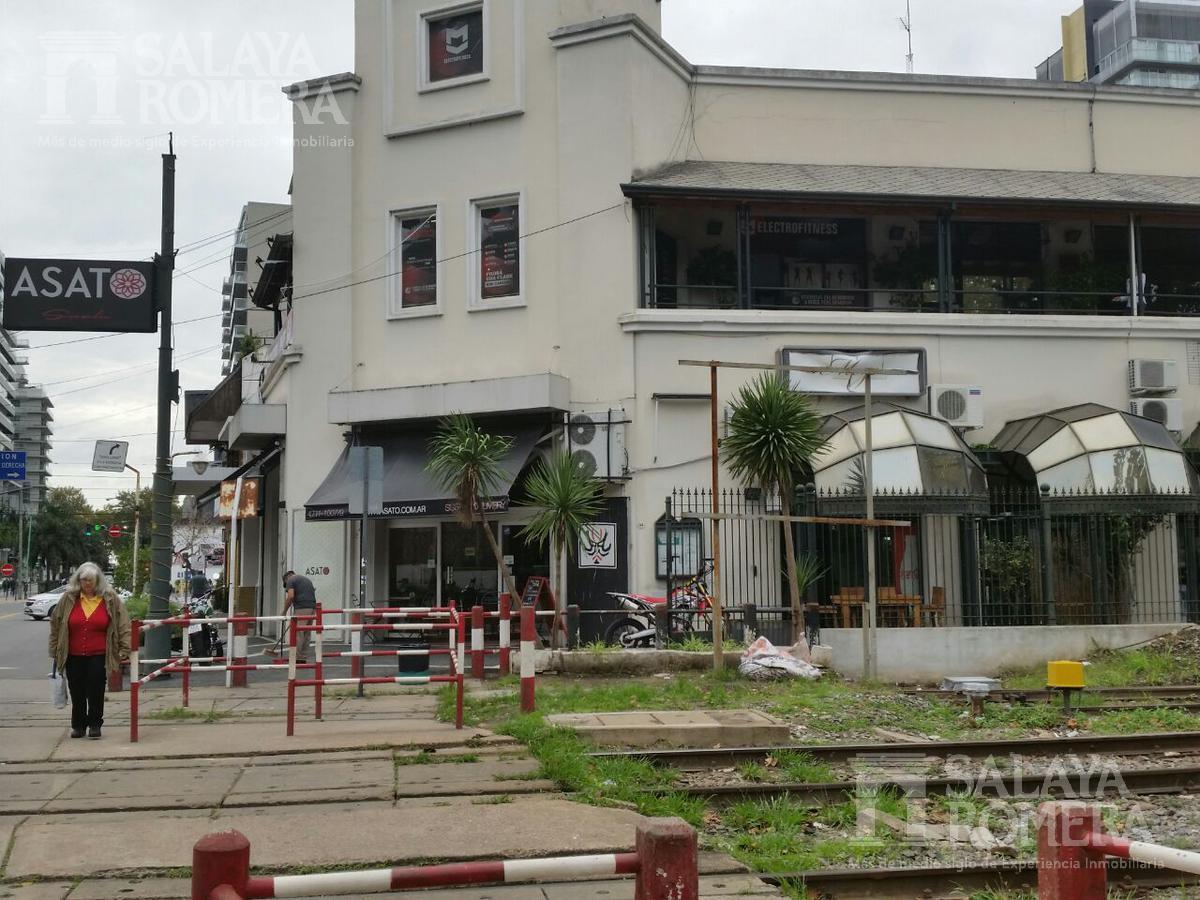 Foto Local en Venta en  Olivos,  Vicente López  Corrientes al 500