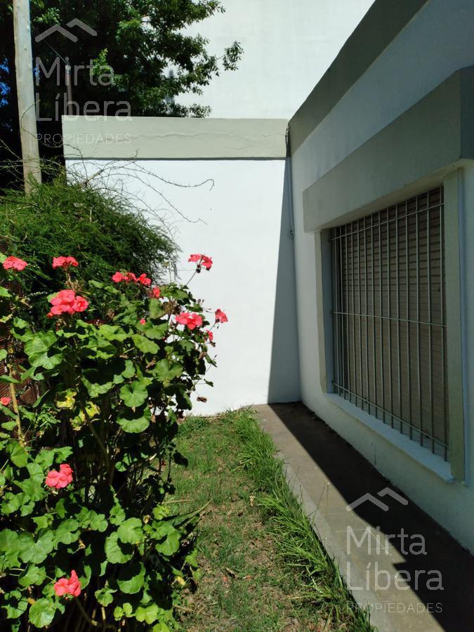 Foto Casa en Alquiler en  La Plata ,  G.B.A. Zona Sur  12 bis Nº al 2200