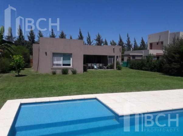 Foto Casa en Venta en  Santa Teresa,  Villanueva  Casa de una planta en venta en el barrio Santa Teresa - Villanueva - Tigre