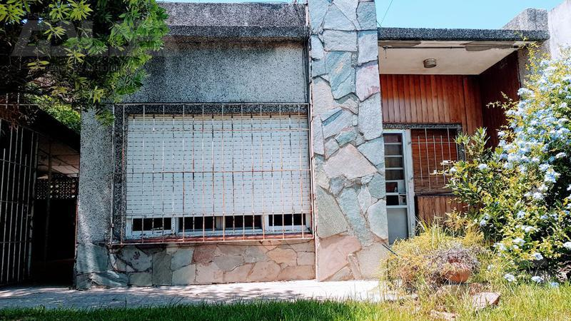 Foto Casa en Venta en  Ituzaingó ,  G.B.A. Zona Oeste  Posta de Pardo al 1400