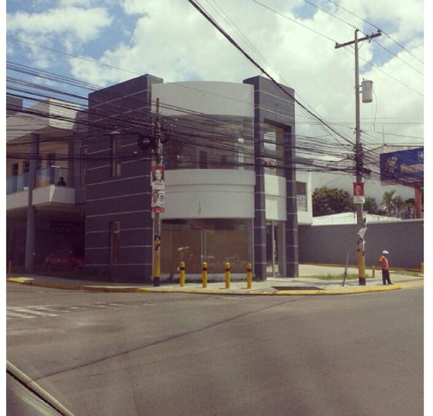 Foto Local en Renta en  Boulevard Morazan,  Tegucigalpa  Local Comercial Boulevar Morazan