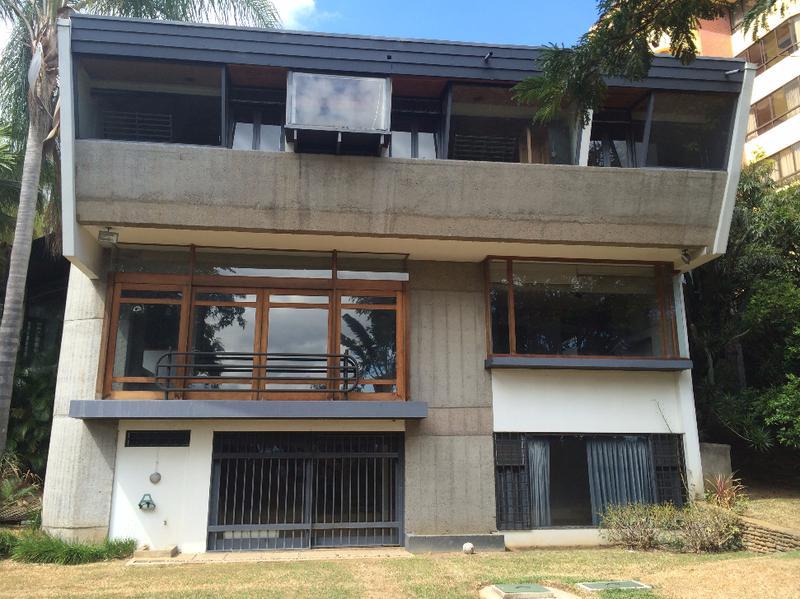 Foto Casa en Venta |  en  Escazu,  Escazu  TERRAHOUSE VENDE, HERMOSA Y AMPLIA CASA EN ESCAZU, A SOLO 3 MIN DE LA PACO.