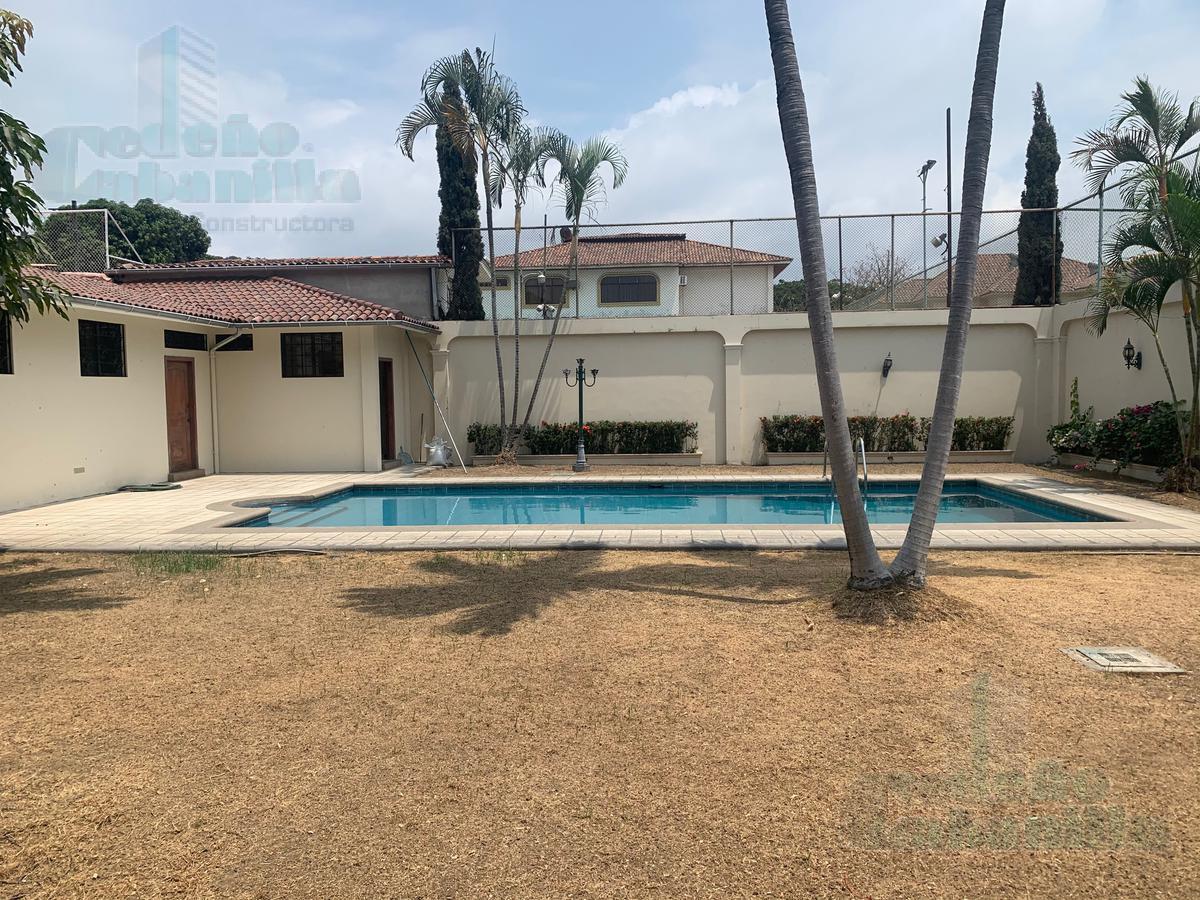 Foto Casa en Venta en  Samborondón,  Guayaquil  VENTA DE ESPECTACULAR CASA EN LA PUNTILLA - CREDITO DIRECTO