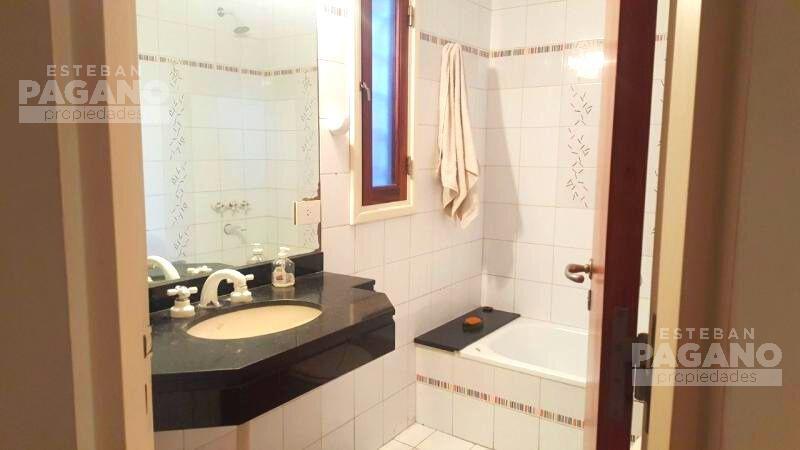 Foto Casa en Venta en  Manuel B Gonnet,  La Plata  490 esq 18