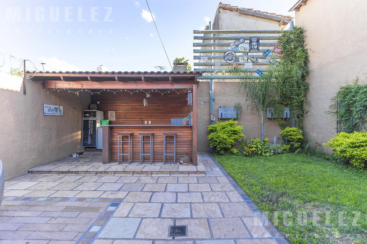Foto Casa en Venta en  Banfield,  Lomas De Zamora  ARAOZ 1290