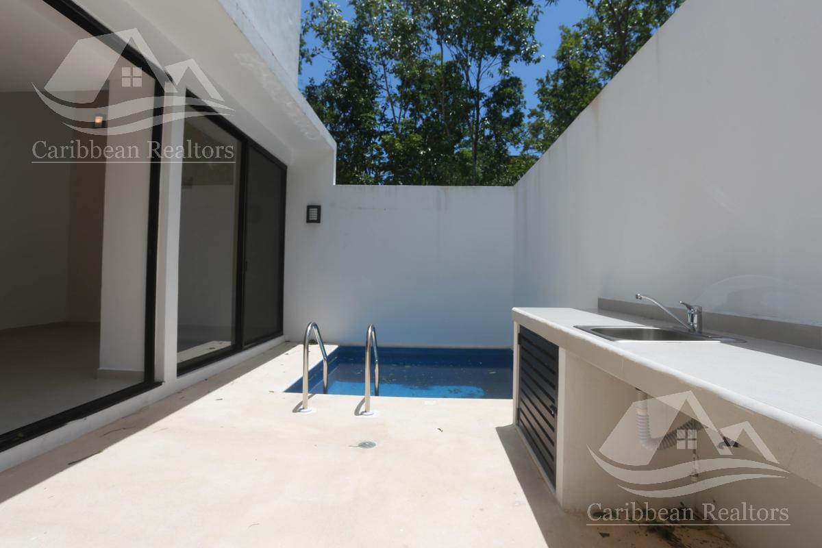 Picture House in Sale in  Arbolada,  Cancún  Arbolada