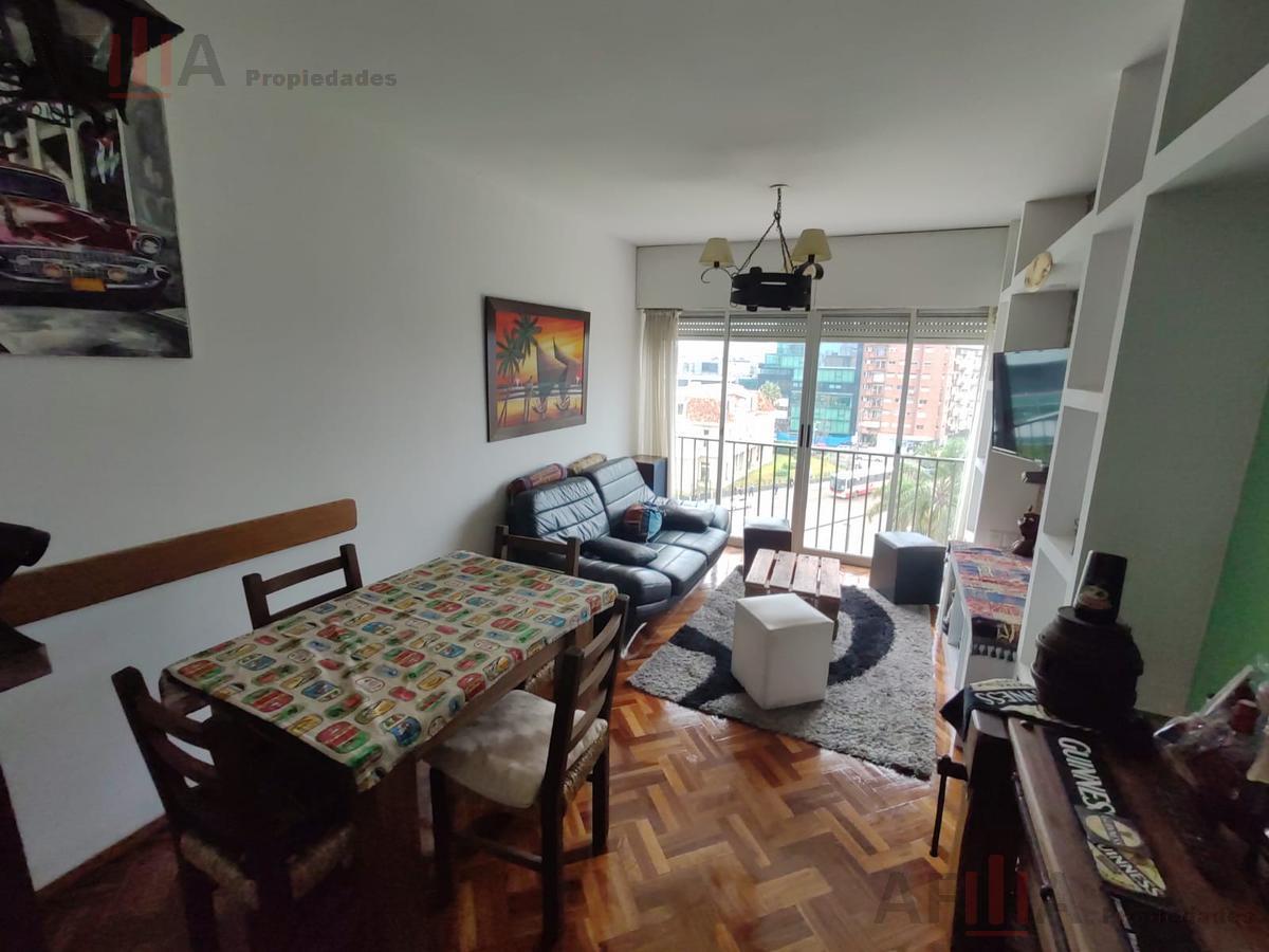 Foto Apartamento en Alquiler en  Tres Cruces ,  Montevideo  Avelino Miranda al 2600