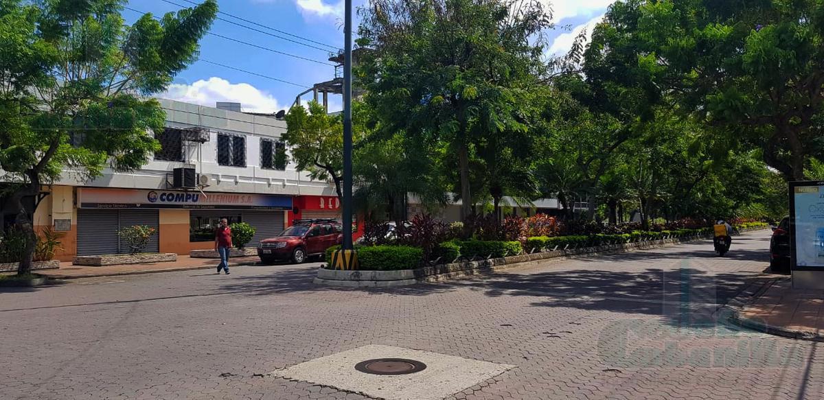Foto Local en Alquiler en  Norte de Guayaquil,  Guayaquil    SE ALQUILA LOCAL COMERCIAL CON BUENA UBICACIÓN EN URDESA CENTRAL