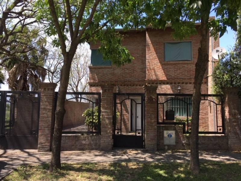 Foto Casa en Venta en  Granadero Baigorria,  Rosario  Buenos Aires 315