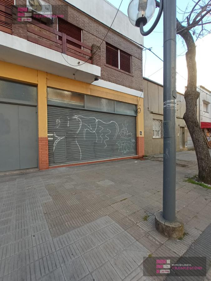 Foto Local en Alquiler en  Zona Sur,  La Plata  51 22 Y 23