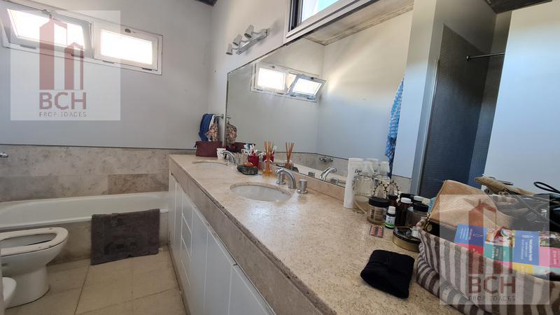 Foto Casa en Venta en  Laguna Del Sol,  Countries/B.Cerrado (Tigre)  Importante casa en venta. Barrio Privado Laguna del Sol