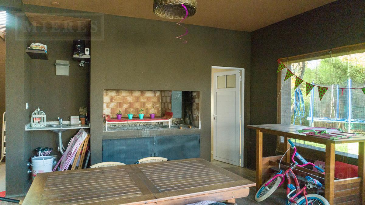 Mieres Propiedades - Casa de 290 mts en  Los Tacos II