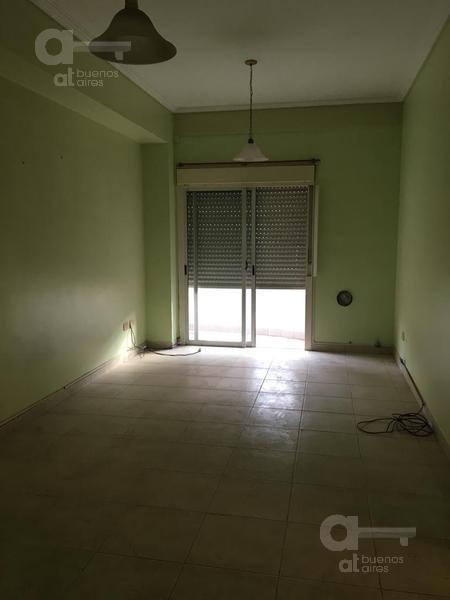 Foto Departamento en Venta en  Liniers ,  Capital Federal  Pieres al 900