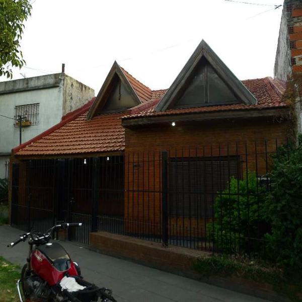 Foto Casa en Venta en  Banfield,  Lomas De Zamora  Aconcagua 3373