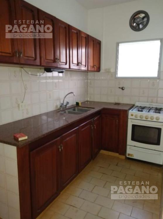 Foto PH en Venta en  La Plata ,  G.B.A. Zona Sur      64 e 115 y 116