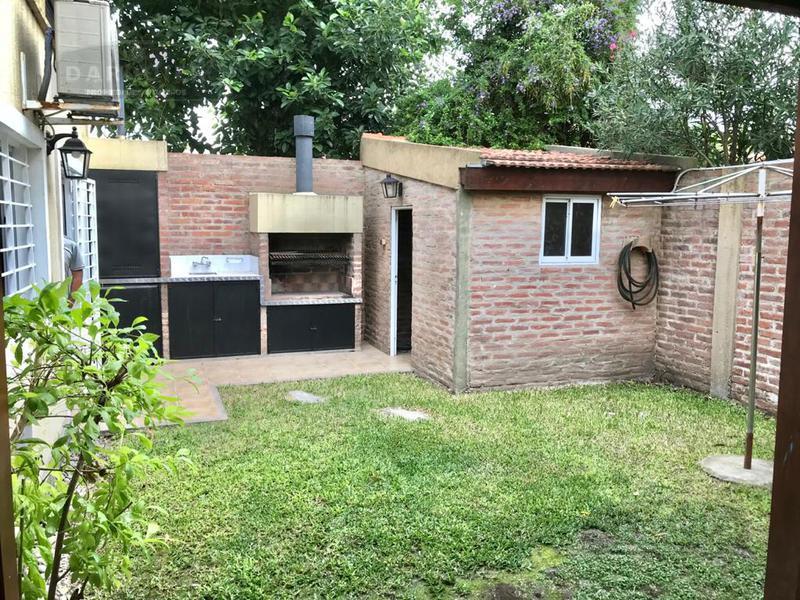 Foto Casa en Alquiler en  Adrogue,  Almirante Brown  QUINTANA 760