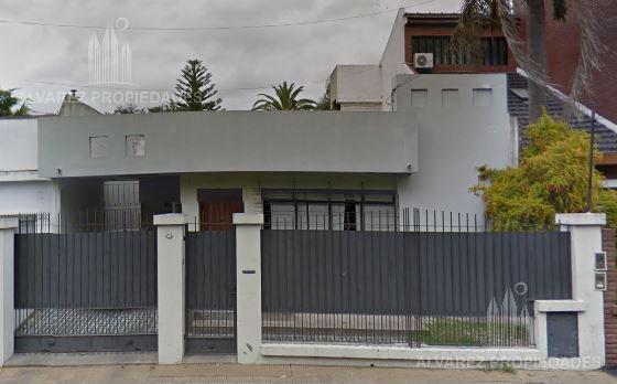 Foto Casa en Venta en  Castelar,  Moron  Arredondo al 2400