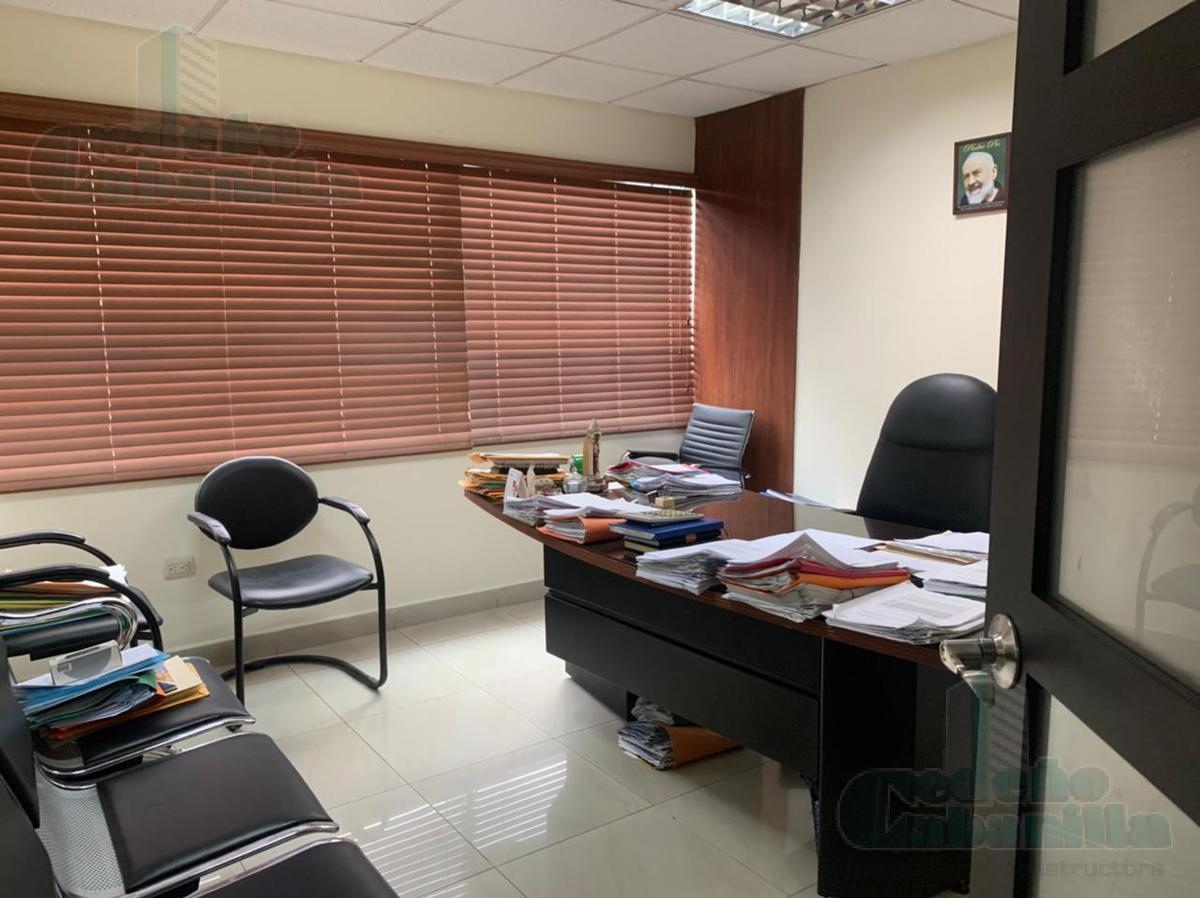 Foto Oficina en Venta en  Samborondón ,  Guayas  VENDO OFICINA EXCELENTE PRECIO Y UBICACIÓN - KM 1.5 VÍA SAMBORONDÓN