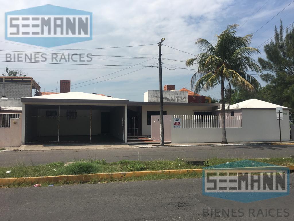 Foto Casa en Venta en  Veracruz ,  Veracruz      Dir: Paseo de los Juncos # 900, esquina Paseo Los Robles, Fracc. Floresta, CP 91940, Veracruz, Ver.