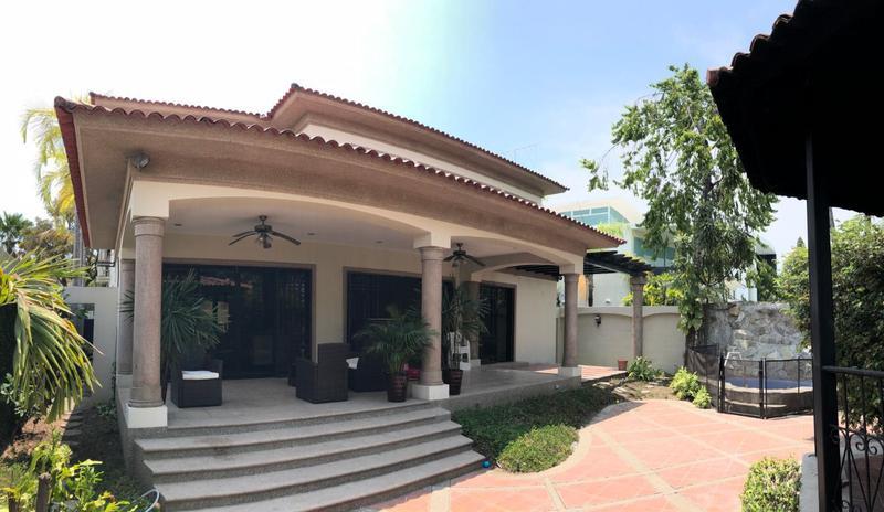 Foto Casa en Venta en  Samborondón,  Guayaquil  VENTA DE VILLA KM 7 VIA SAMBORONDÓN