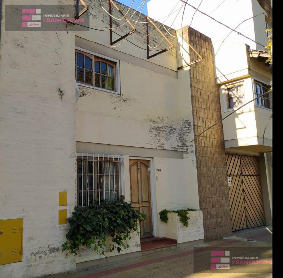 Foto Casa en Venta en  La Plata,  La Plata  30 46 y 47