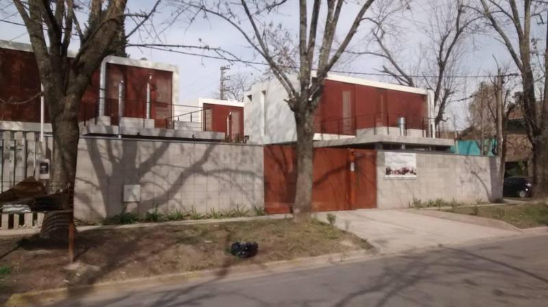Foto Casa en Venta en  City Bell,  La Plata  462 Y 13C
