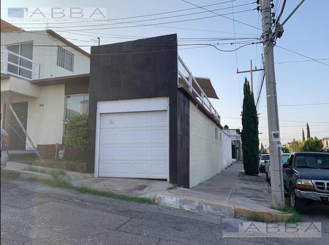 Foto Casa en Venta en  Lomas Vallarta,  Chihuahua  VENTA DE CASA CON RECAMARA EN PLANTA BAJA, EN LOMAS VALLARTA