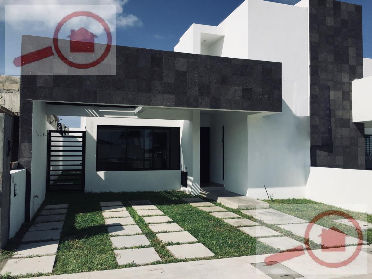 Foto Casa en Venta en  Fraccionamiento Lomas de la Rioja,  Alvarado  Casa en Venta en la Riviera Veracruzana con Roof Garden