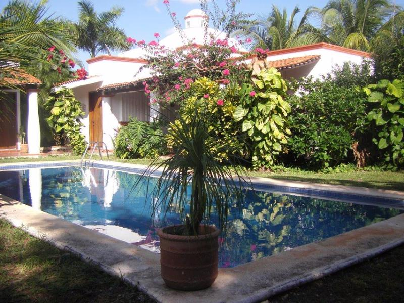 Foto Casa en Venta en  Doctores II,  Cancún  SE VENDE BONITA CASA EN COL. DOCTORES 4 HAB CANCUN P1588