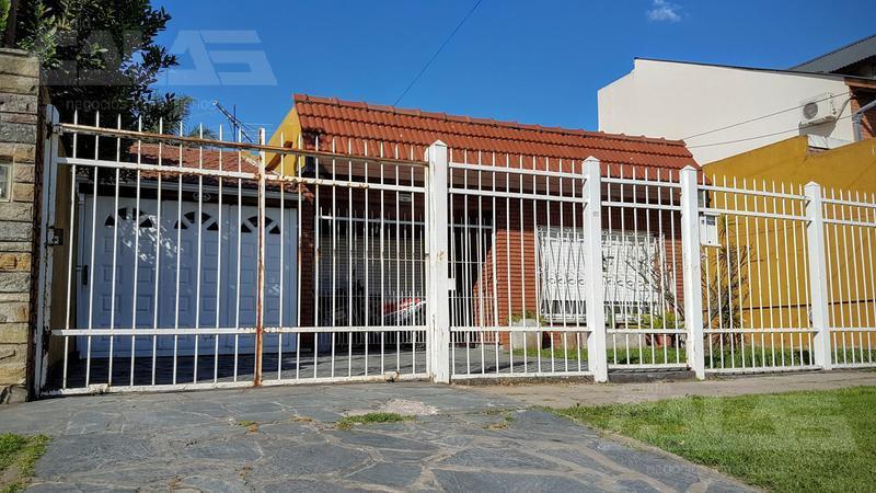 Foto Casa en Venta en  Ituzaingó ,  G.B.A. Zona Oeste  Martin Rodriguez al 900
