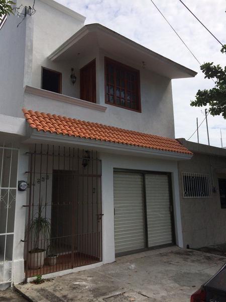 Foto Casa en Venta en  Reforma,  Veracruz  Casa en VENTA de 3 niveles en el Fracc. Reforma (REMODELADA)