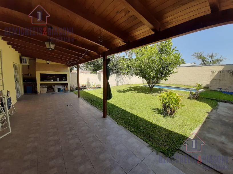 Foto Quinta en Venta en  Sauce Viejo,  La Capital  Claveles y Almte Brown