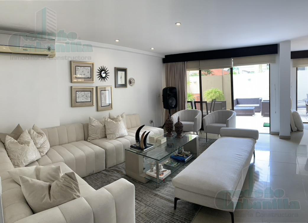 Foto Casa en Venta en  Guayaquil ,  Guayas  VENTA DE VILLA ESQUINERA URB PUERTO AZUL