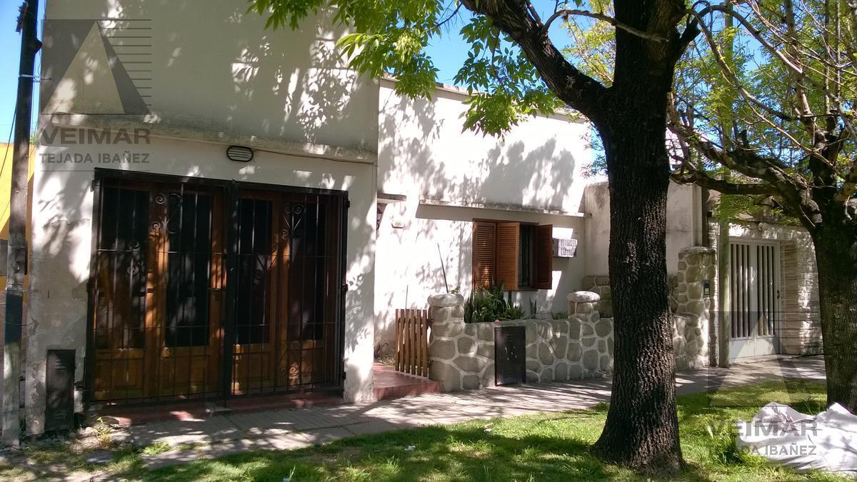 Foto Casa en Venta en  Los Hornos,  La Plata  63 n °: 1988 e/134 y 135