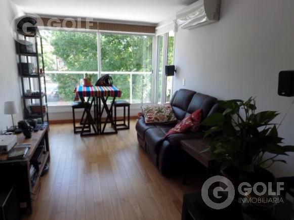 Foto Departamento en Alquiler en  Puerto Buceo ,  Montevideo  1 dormitorio con muebles a una cuadra de la Rambla