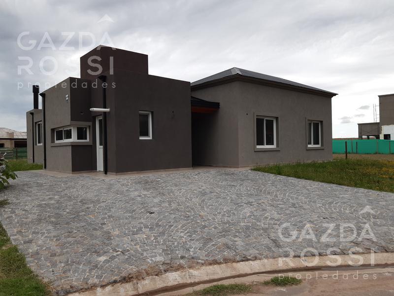 Foto Casa en Venta en  Santa Ines,  Countries/B.Cerrado (E. Echeverría)  propiedad estilo moderna en barrio santa ines