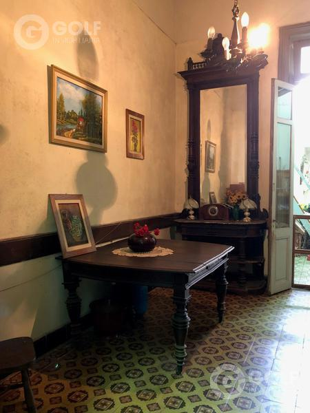 Foto Casa en Venta en  Tres Cruces ,  Montevideo  Casa de 3 dormitorios y 2 baños, patio con parrillero, próximo al Shopping Tres Cruces