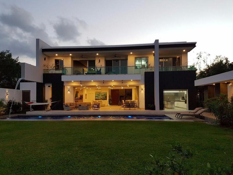 Foto Casa en Venta en  Parque Residencial dos Lagos,  Capital Zona Sul   CASA EN VENTA EN RESIDENCIAL LAGOS DEL SOL, ALBERCA Y SEGURIDAD C2092