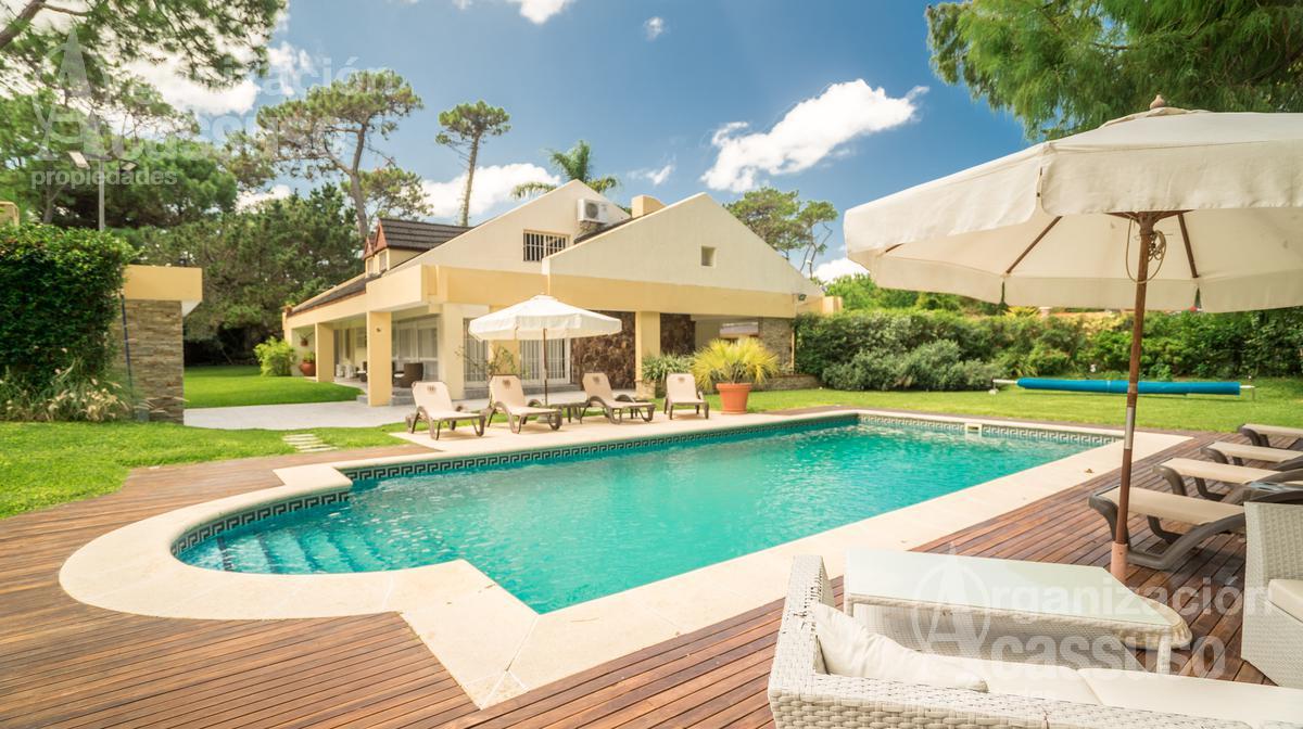 Foto Casa en Alquiler en  Playa Mansa,  Punta del Este  Av Brasil Parada 10 mansa Let it be