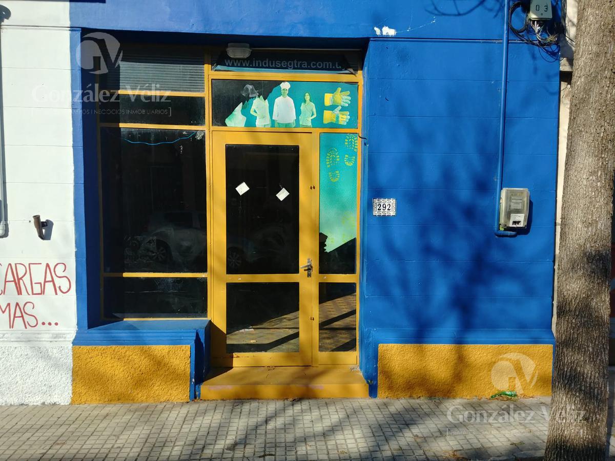 Foto Local en Alquiler en  Carmelo ,  Colonia  Roosevelt casi Zorrilla de San Martin