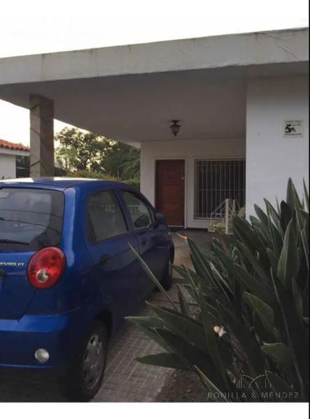 Foto Casa en Venta en  Centro,  Piriápolis  Piriápolis Casa en muy buena ubicación precio rebajado
