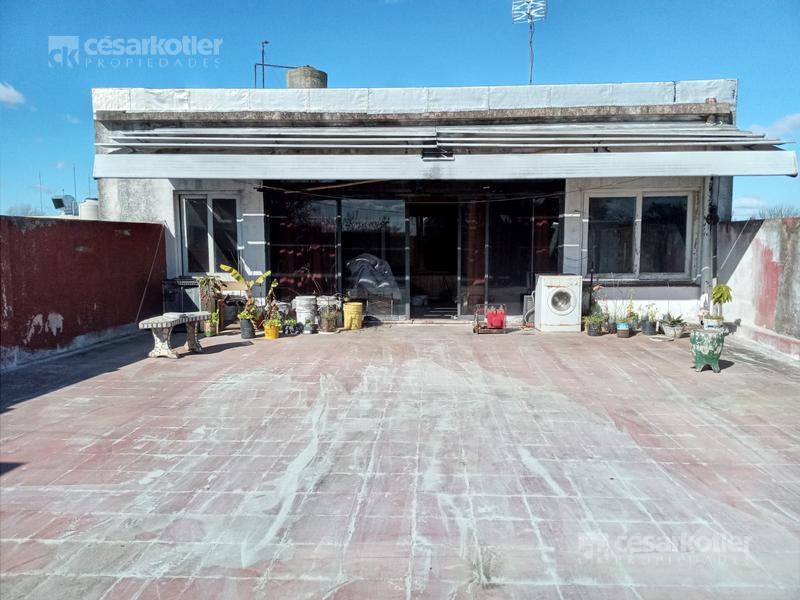 Foto Local en Venta en  Temperley,  Lomas De Zamora  Cerrito 1180