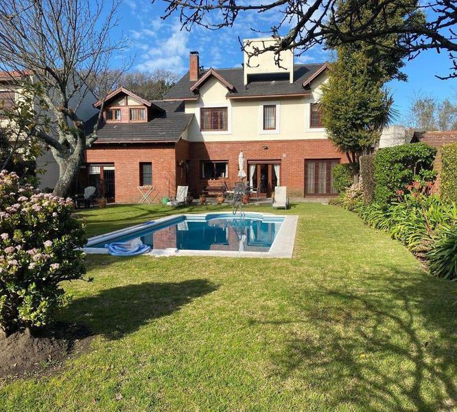 Foto Casa en Venta en  Mar Del Plata ,  Costa Atlantica  Libres del Sud 345