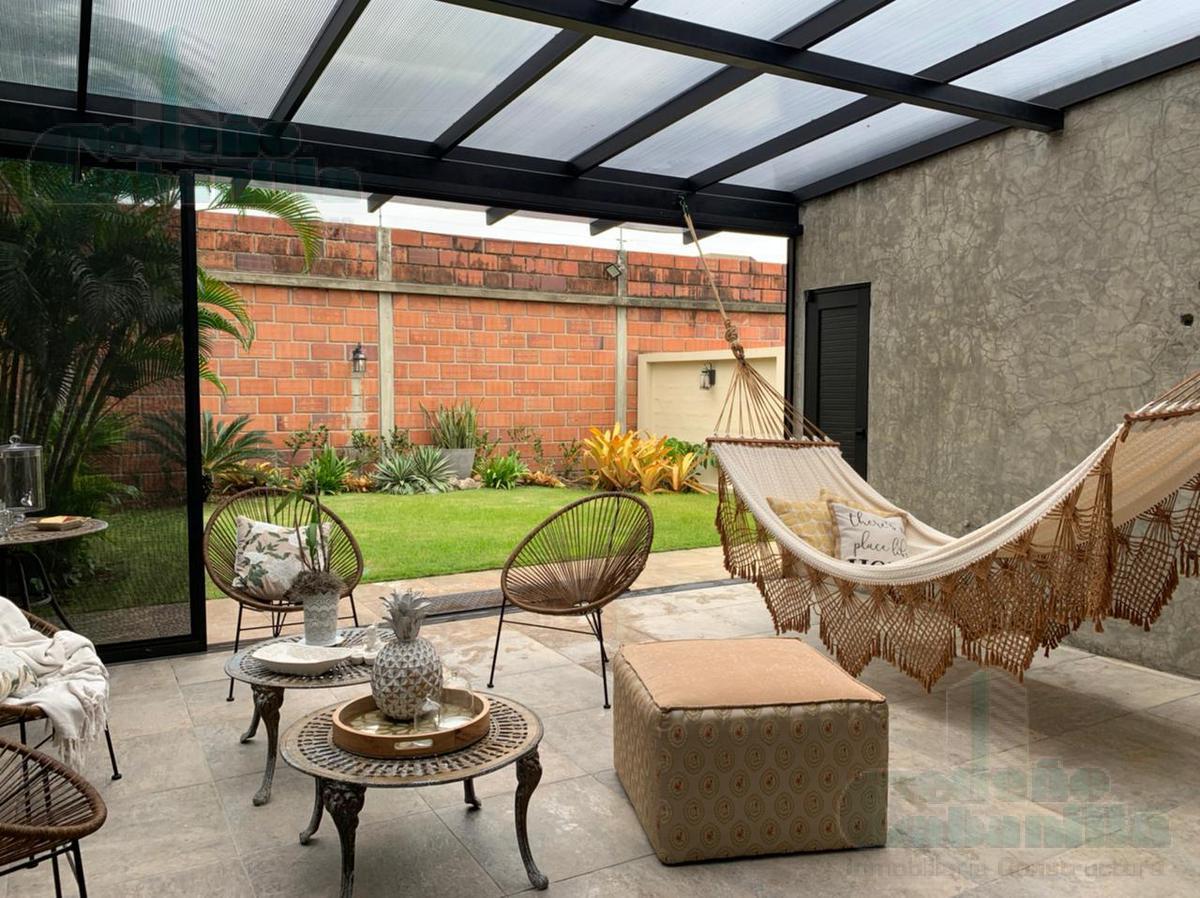 Foto Casa en Venta en  Samborondón ,  Guayas  VENTA CASA URB. ENTRE LAGOS REMODELADA
