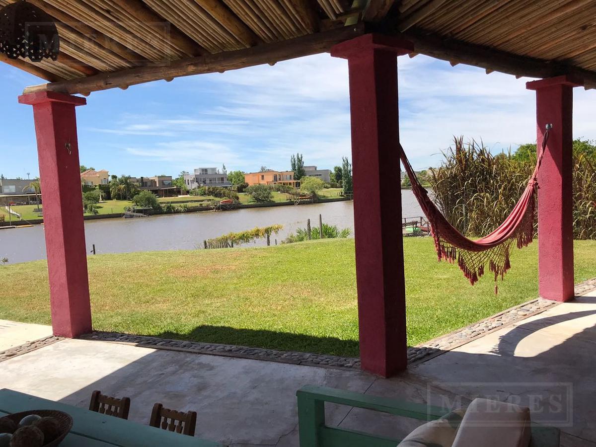 Hermosa e impecable casa en el barrio Santa Catalina con salida al río