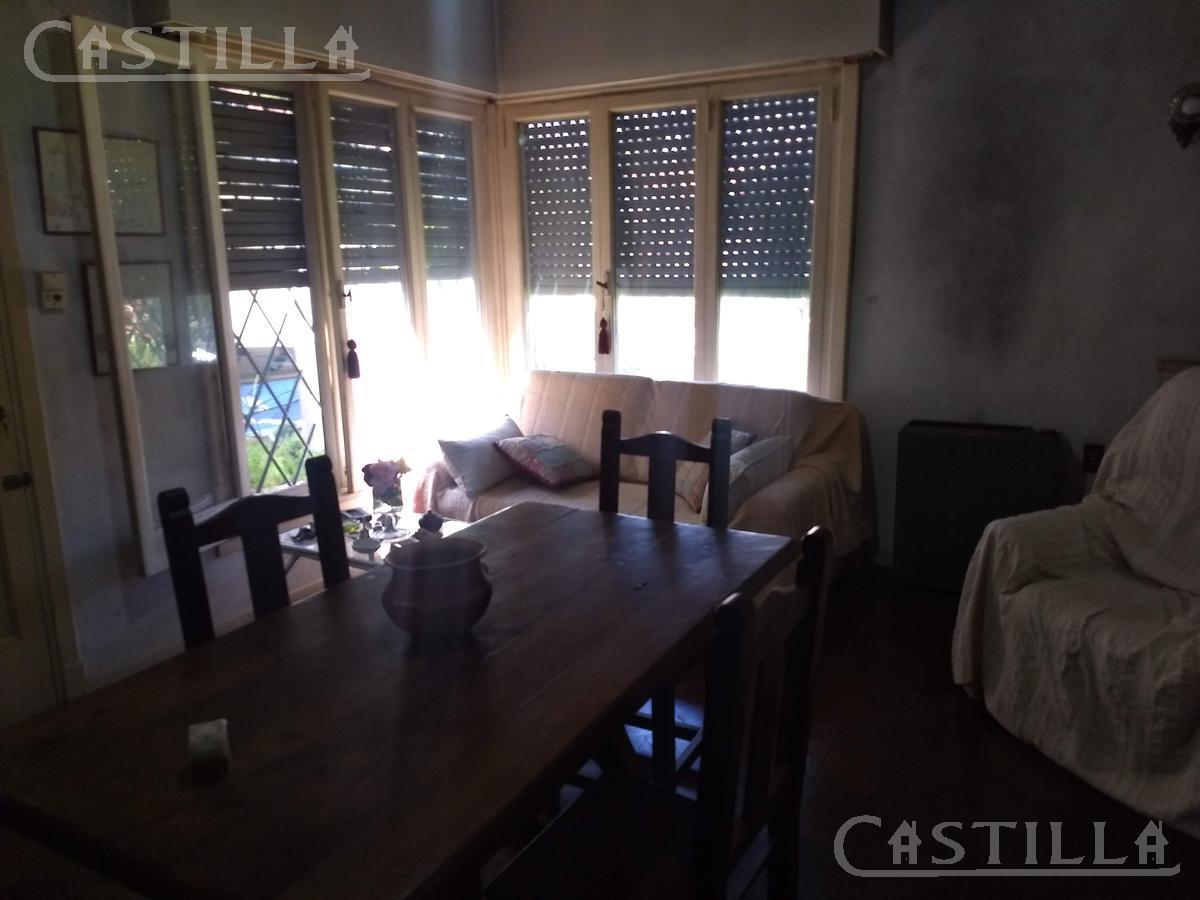 Foto Casa en Venta en  S.Isi.-Barrio Carreras,  San Isidro  Laprida al 800